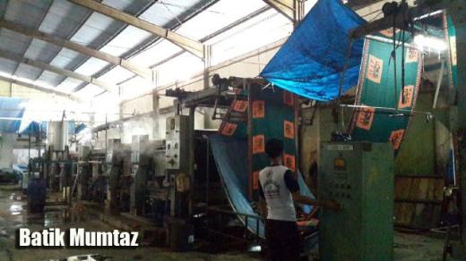 Semua proses produksi batik dengan menggunakan mesin